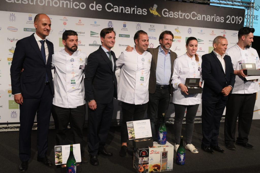 recogiendo premios chef heineken