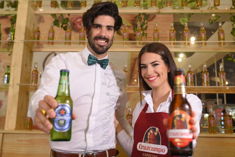 chico Heineken y chica CruzCampo