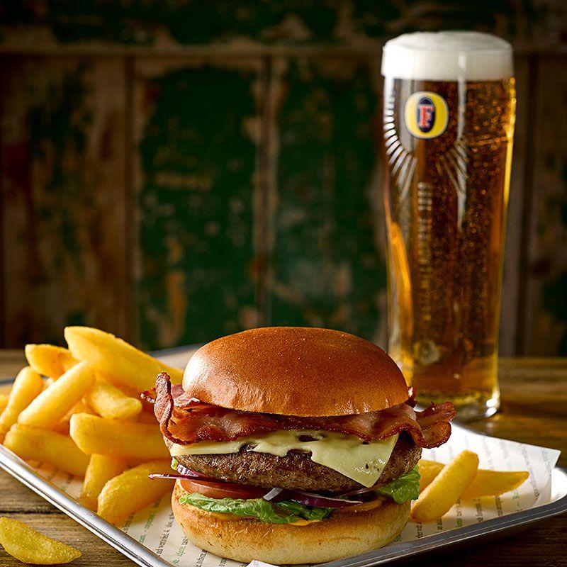 Cerveza Foster con Hamburguesa